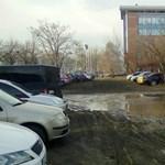 Sztálingrádi állapotok vannak az Infoparknál összevissza parkoló autók miatt