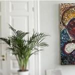 Egészen elképesztő: 5000 üveg körömlakkból készített gyönyörű festményt a fiatal művész