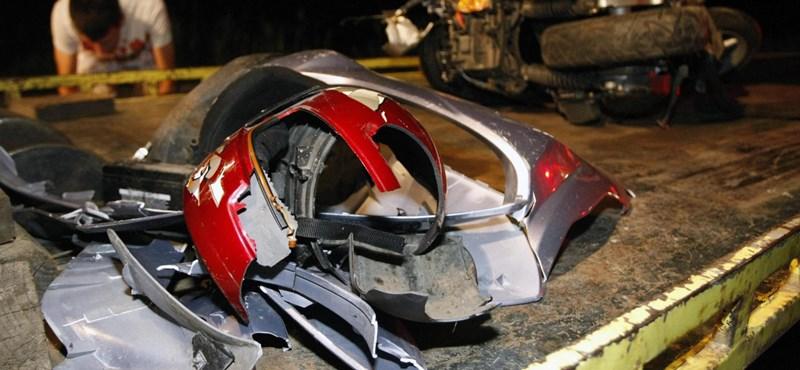 Döbbenet, mivé válhat egy bukósisak – fotók a halálos motorbaleset helyszínéről