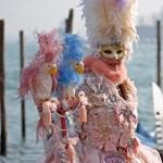 A velencei karnevál testközelből (képek és videók)
