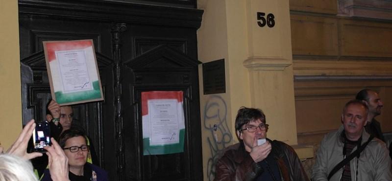 Pécsett is tüntetők követelték a kitiltási botrányban érintettek lemondását
