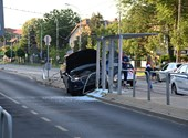 Villamosmegállót zúzott össze egy Audi Kispesten