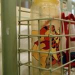 Ágyakat vesz a beteg gyerekeik mellett maradó szülőknek az állam