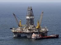 Bombaüzlet az olaj feketepiaca, de kinek?