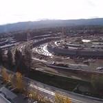 Videó: ezt látta tegnap a drón az Apple épülő campusán