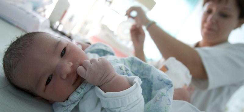Ha egy baba szemébe nézünk, lámpa villan a fejében