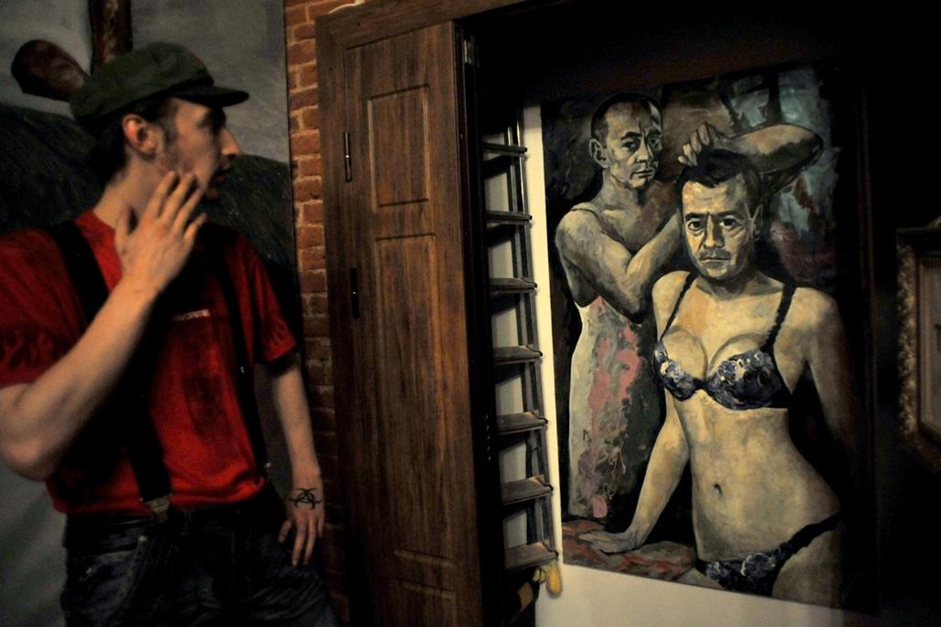 Vlagyimír Putyin, Dimitríj Medvegyev festményen, transzvesztita