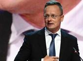 Hadházy: Szijjártót kétszer is hazavitte a rendőrségi helikopter Dunakeszire