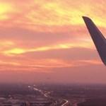Ilyet is ritkán látni: 3 repülőgép szállt le egymás mellett, egyszerre – videó