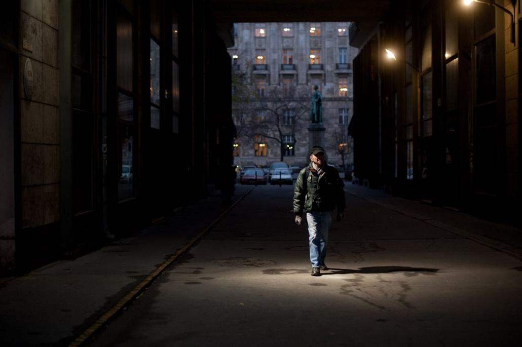 Sajtófotó 2011 - Nagyítás-fotógaléria - Emberábrázolás-portré - sorozat - 1. helyezett: Laci bácsi