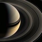 Új képeket közölt a NASA a Szaturnusz gyűrűi között lakó miniholdakról