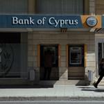 Ciprus halogat, közben bedől az ország