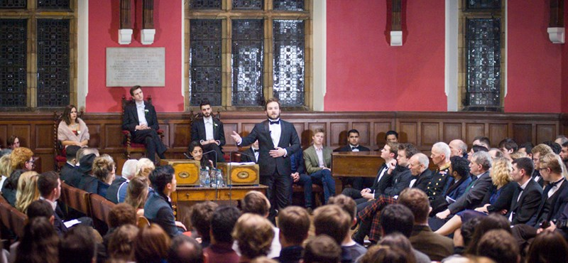Az egyik legdrágább brit elitiskola csapatát is legyőzte két magyar diák az oxfordi vitaversenyen