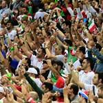 37 év után beléphettek az iráni nők a teheráni stadionokba
