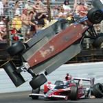 Hatalmas csattanás az Indy 500 futamán - videó