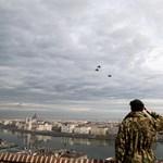 Így repültek Budapest felett az utolsó Pumára emlékező Gripenek – videó