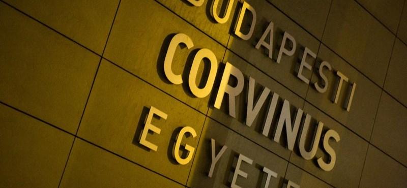 Kevesebb ösztöndíjat kapnak a corvinusos hallgatók, azt is késve