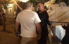 """""""Orbán = Borkai"""" – a Zeneakadémia előtt akciózott a DK, aztán megjött Bede"""