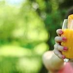 Megvan a demencia ellenszere? A tudósok szerint már napi egy pohár narancslé csodákat tehet az aggyal