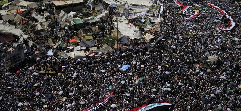 A saría bevezetését követelték kairói tüntetők