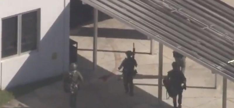 Egy volt diák lövöldözött a floridai iskolában