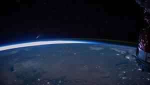 Ha bírja a gépe, indítsa el: csodálatos videó jött az űrből a NEOWISE-üstökösről