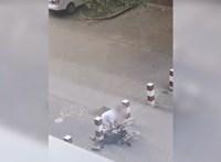 Földön fekvő kerekesszékest rugdosott a borsodi kórház dolgozója – videó