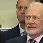 Buzz Aldrin előtt egyszer kérdőjelezték meg a holdraszállást, simán le is ütötte a kételkedőt