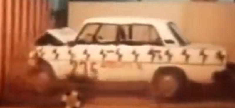 Biztos halál: ilyen egy kocka Lada töréstesztje - videó