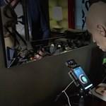 Felejtse el az átverhető arcazonosítást, ez jön a mobilokba utána – videó
