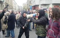 Amerikai rockbanda készített klipet Hadházyék tüntetésén - videó
