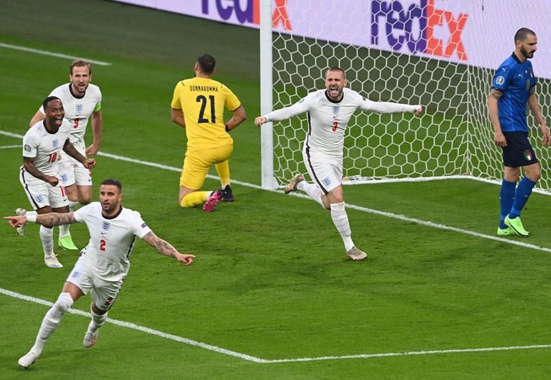 En el segundo minuto, Inglaterra avanzó contra los italianos - retransmisión en directo