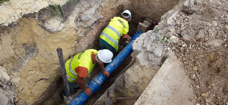 Milliárdokból javították a vízhálózatot Baján, most büdös, sötét víz jön a csapból
