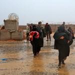 Kilenc hónapig a madár se járt a sivatag közepén álló menekülttáborban, most érkezett meg az ENSZ konvoja
