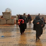 Sorra halnak meg a nők és a gyerekek az egyik szíriai menekülttáborban