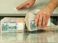 Az euróhoz képest gyengébb, a dollárhoz képest erősebb lett a forint