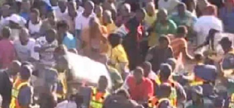 Egymást taposták a szurkolók Dél-Afrikában – videó