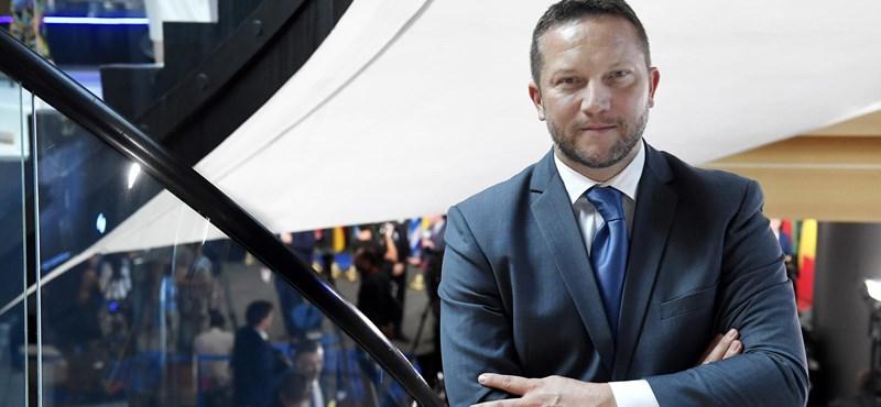 Rémhírterjesztésért eljárást kezdeményez a kormány ellen Ujhelyi István