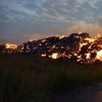 Öngyújtóval a kezében fogták el a 2400 szalmabálát felgyújtó férfit – fotók