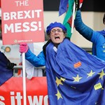 Összeszedték, mennyi kárt okozott már a brit gazdaságnak a Brexit terve