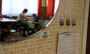 Iskolai zaklatás a járvány alatt: komoly gond a kiközösítés az osztályokban