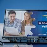 Óriásplakátokon népszerűsíti a kormány a gazdaságvédelmi akciótervet