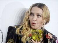 Együtt látható Madonna összes gyereke az ünnepi videón