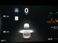 Elon Musk szerint nem volt engedélyezve az önvezetés a halálos Tesla-balesetnél