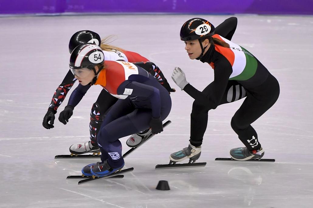 mti.18.02.20. A holland Lara van Ruijven, a lengyel Magdalena Warakomska, és Keszler Andrea (b-j) a rövidpályás gyorskorcsolyaverseny női 1000 méteres táv selejtezőjében a phjongcshangi téli olimpián a Kangnung Jégcsarnokban 2018. február 20-án.