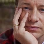 Jamie Oliver kiakadt, mert elvennék a kisiskolások ingyen ebédjét