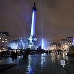 Fotó: Óriási fénykarddal ünnepli London a Star Wars-premiert