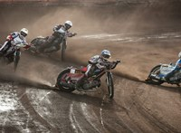 Félbeszakadt a debreceni salakmotor-stadion avatója, mert alkalmatlan volt motorozásra