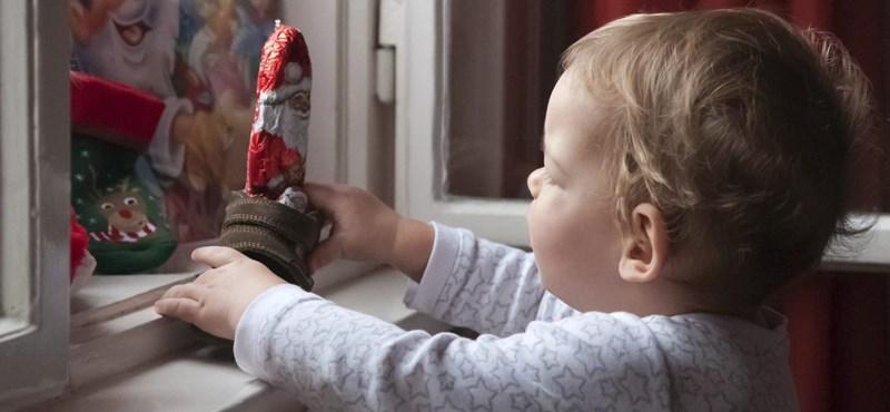 Összetörette a gyerekekkel a csokimikulást, miután elmondta nekik: a Télapó nem létezik