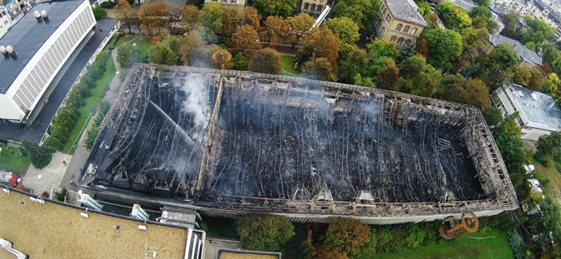 Leégett a Testnevelési Egyetem atlétikai csarnoka – fotók